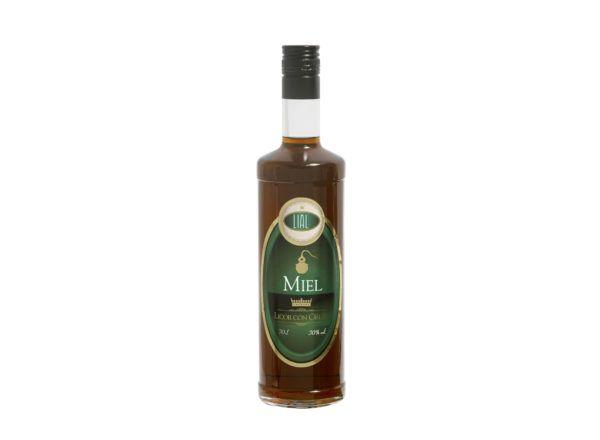 Botella de 700ml de orujo de miel marca LIAL, producto fabricado en Granada, España en stock listo para enviar.